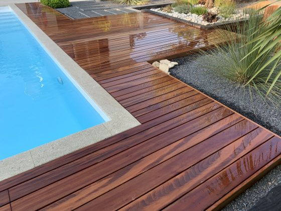 tour de piscine en bois exotique