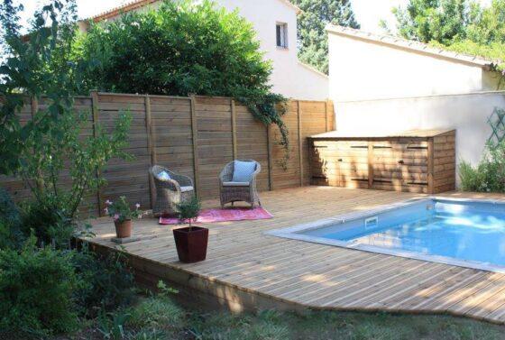 tour de piscine sur mesure en bois local